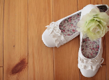 妊娠中は歩きやすいフラットシューズが◎!出産後も役立つ靴の選び方
