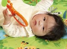 ねんね期〜たっちのころまで赤ちゃんが楽しめるおもちゃ「ベビージム」