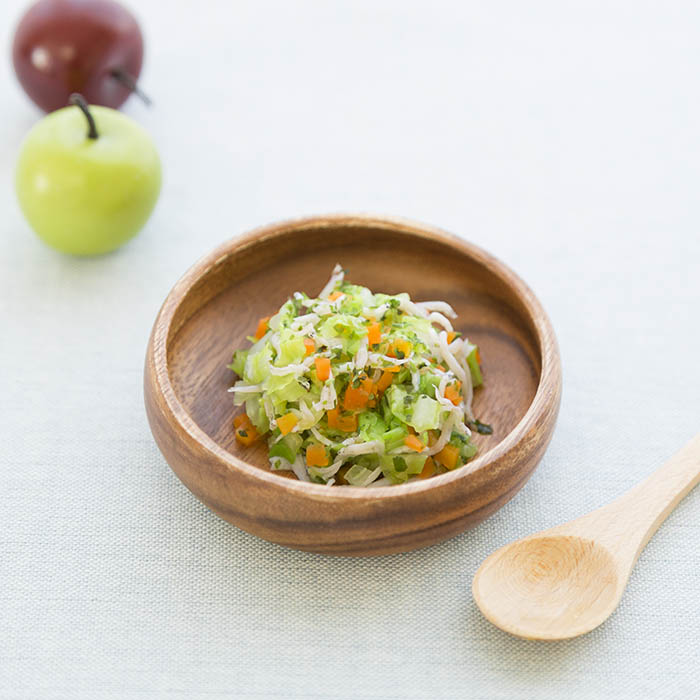 【離乳食中期】しらすとキャベツ野菜のサラダ