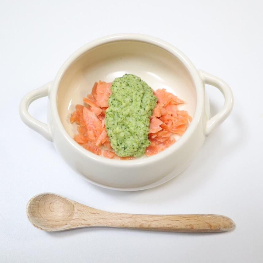 【離乳食後期】鮭のブロッコリーホワイトソースかけ