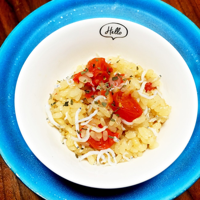【離乳食完了期】しらすとプチトマトの炊き込みご飯
