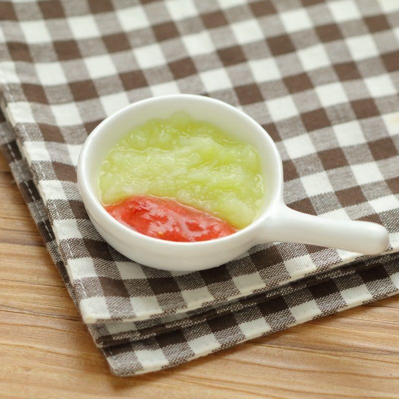 【離乳食初期】とろとろ春キャベツのいちごソース