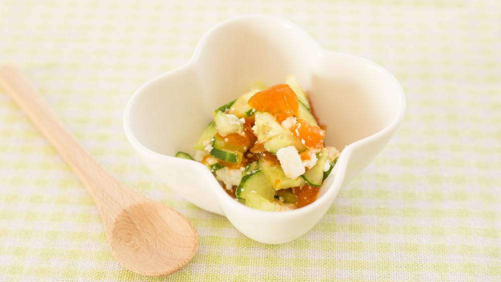 【離乳食後期】胡瓜と柿のチーズサラダ