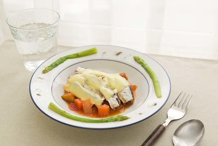 オイルサーデンと野菜のチーズのせ