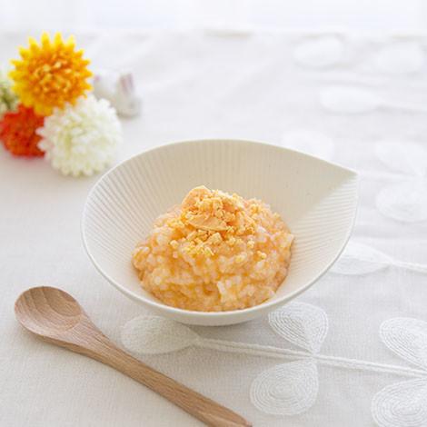 【離乳食中期】にんじん粥にゆで卵黄を♡
